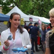 Jarmila Gojdosova showing her money at Salamanca Markets