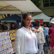 Jarmila Gajdosova posing with her ring at Salamanca Markets
